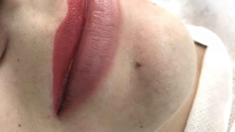 Перманентный макияж губ.