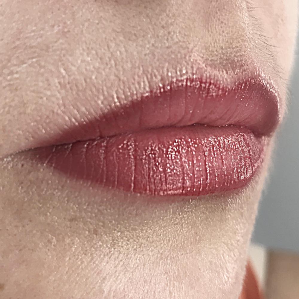 Фото после перманентного макияжа губ