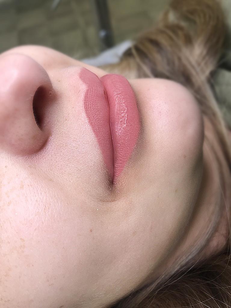 Заживший перманентный макияж губ. Где выбрать хорошего мастера перманентного макияжа губ. Где сделать губы качественно?