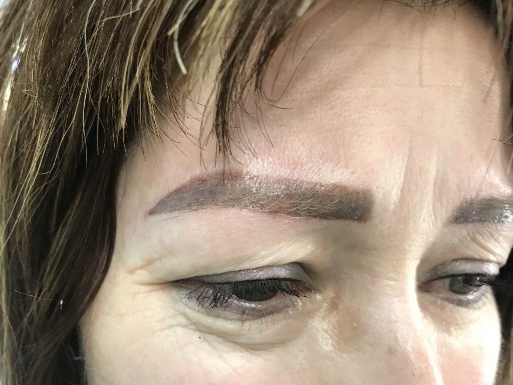 Некачественный перманентный макияж бровей